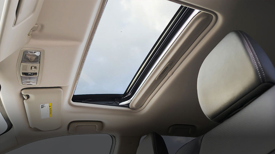 Cửa sổ trời trên Mitsubishi Outlander