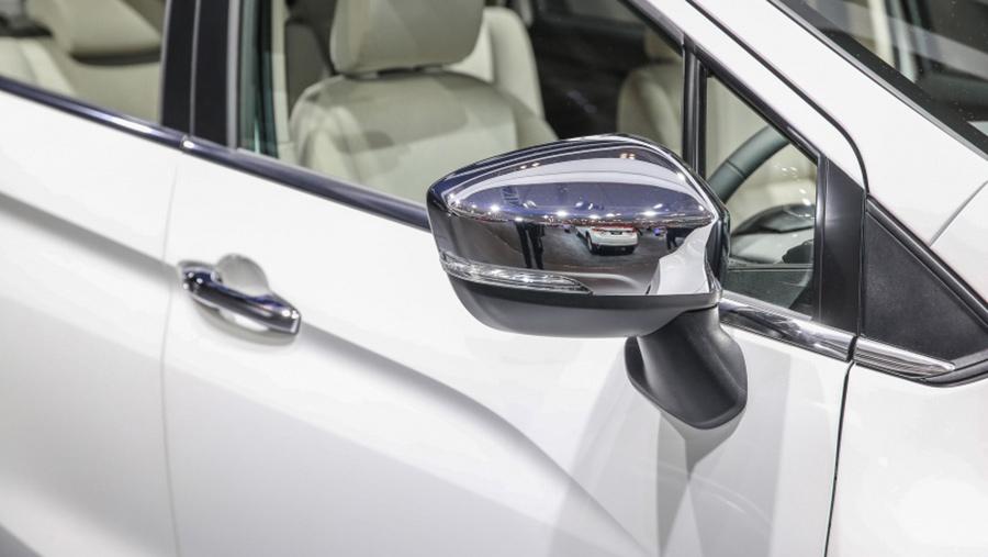 Gương chiếu hậu chỉnh điện cùng màu xe