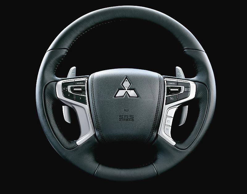 Vô lăng 4 chấu - Mitsubishi Pajero Sport Cần Thơ